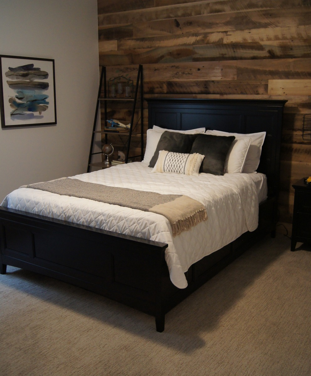 wood look accent wall in bedroom